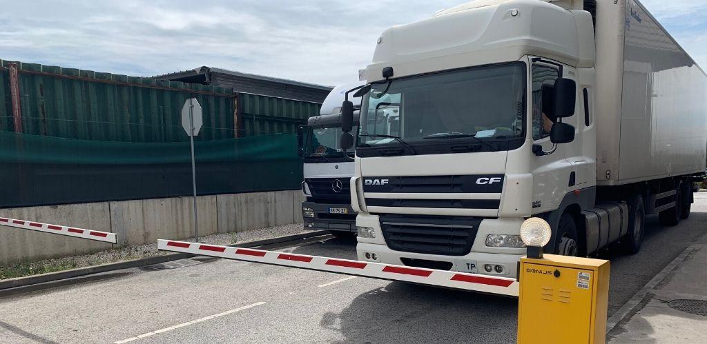 Truck parking Reta Carregado